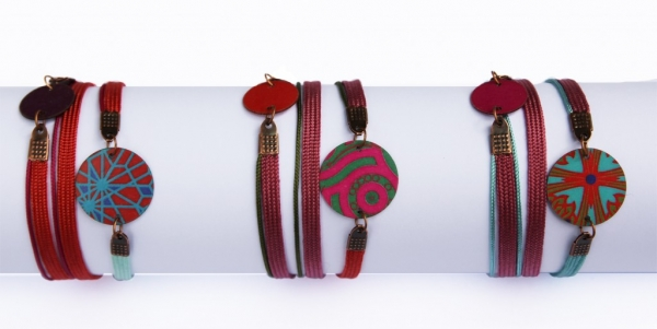"Abina Bracelets rouges 1024x514  Automne/Hiver/ <span style=""font-style:italic; color:#A1A7B8"">Automn-Winter Mosaïc collection</span>"